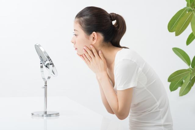 左右が違う! 顔の歪みの原因となる生活習慣とは?
