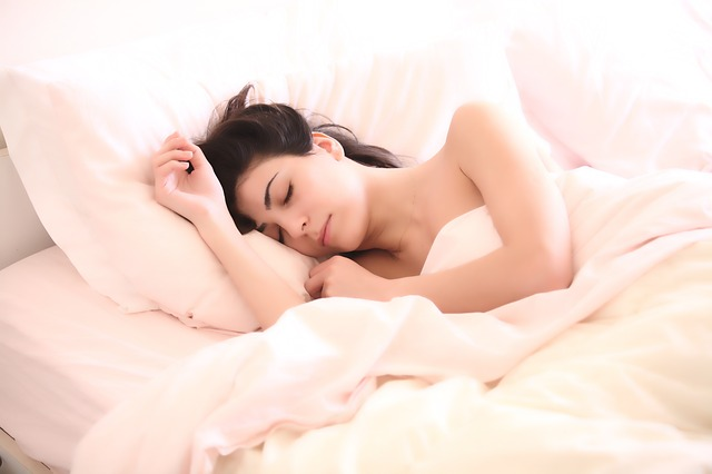 睡眠不足による肌荒れの改善方法と安眠のポイント